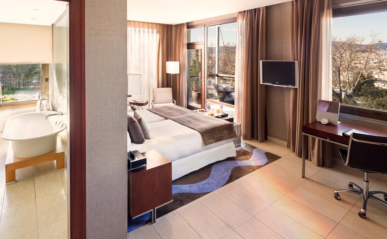 Hotel miramar barcelona hotel cinco estrellas gran lujo Detalles en habitaciones de hotel